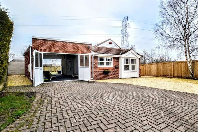 3 Bedrooms Bungalow for sale in Ashwell Close, Shafton, Barnsley, S72 8NZ