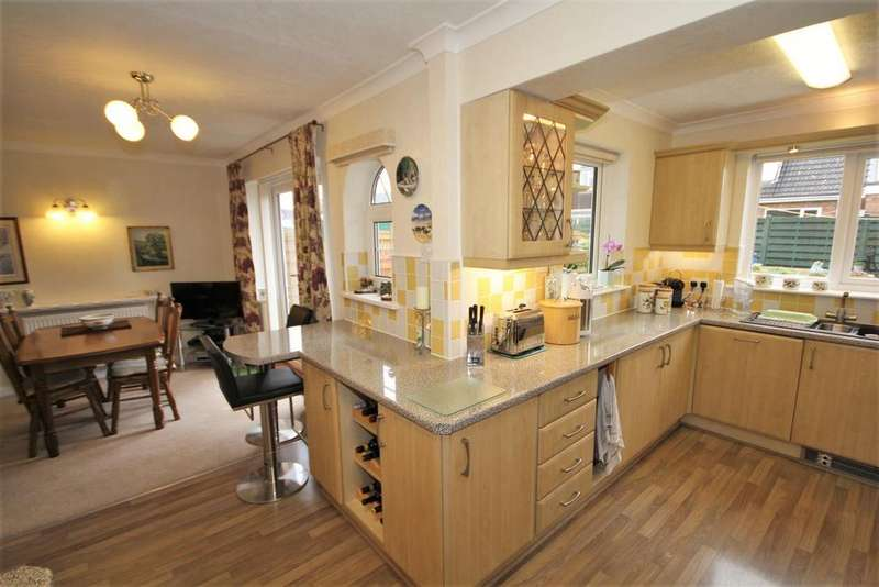 3 Bedrooms Semi Detached House for sale in Pear Tree Lane, Dunnington, York, YO19