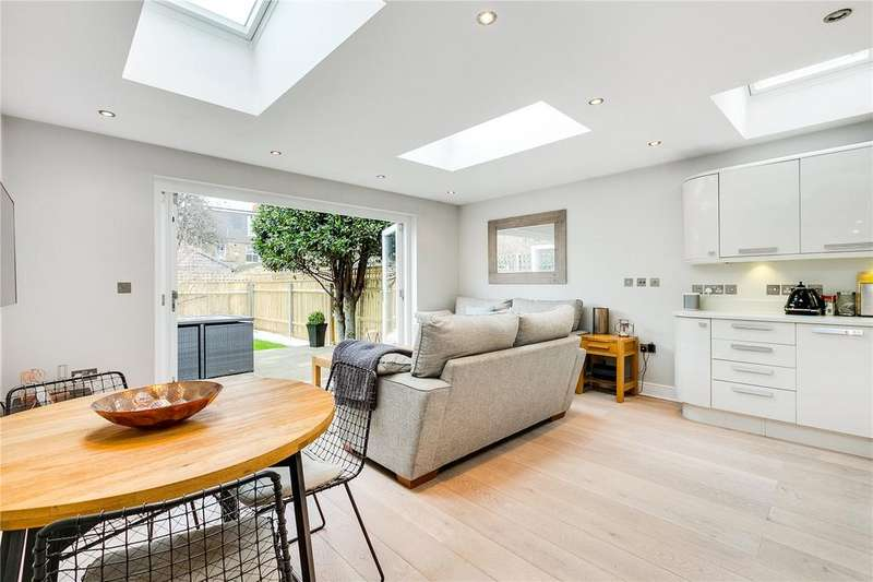 2 Bedrooms Flat for sale in Shalstone Road, Mortlake, London
