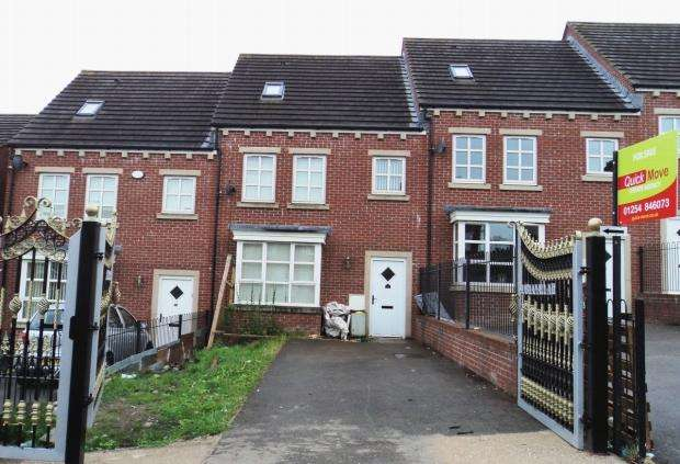 4 Bedrooms Terraced House for sale in Roney Street Wensley Fold Blackburn