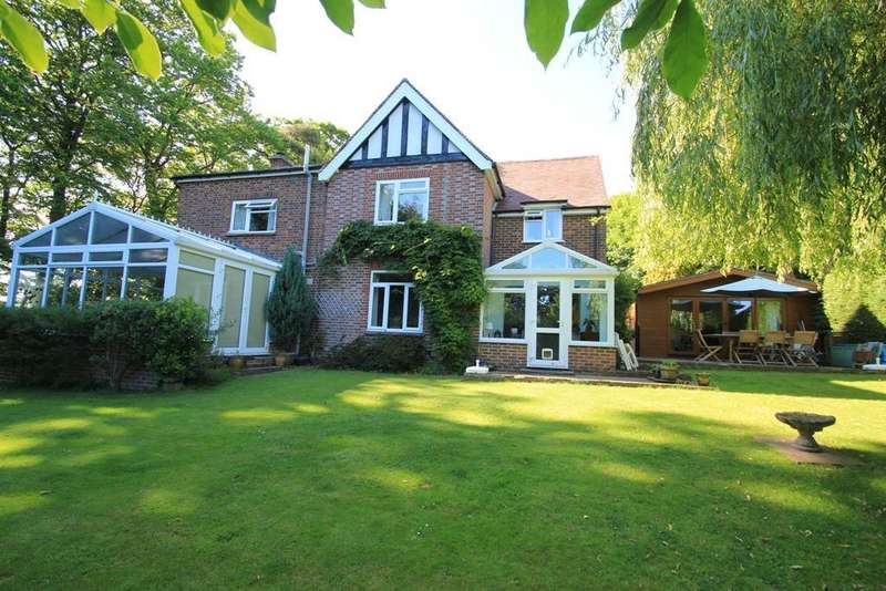 4 Bedrooms Detached House for sale in High Street, Burwash, East Sussex, TN19 7HG