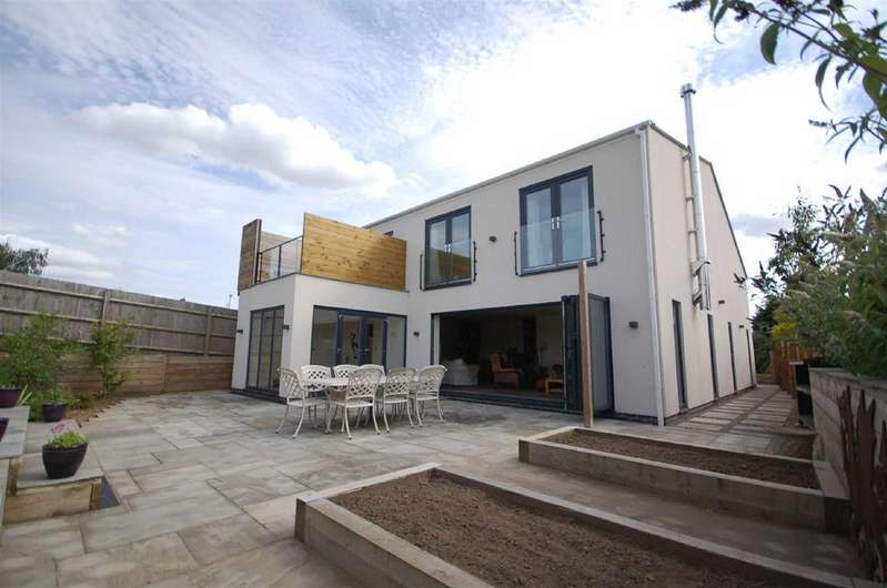 4 Bedrooms Detached House for sale in Burnside Grove, Tollerton, Nottingham