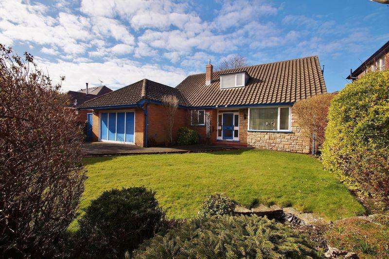 4 Bedrooms Detached Bungalow for sale in Court Road, Southport