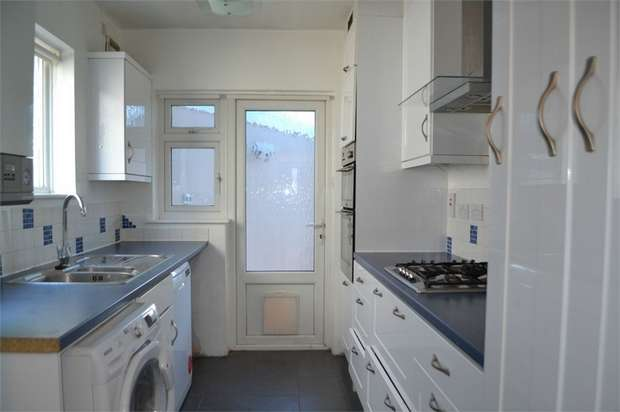 4 Bedrooms Semi Detached House for rent in Park Road, Hounslow, Greater London