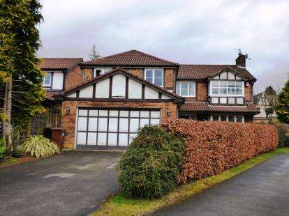 5 Bedrooms Detached House for sale in Broadwood Close, Disley, Stockport, Cheshire