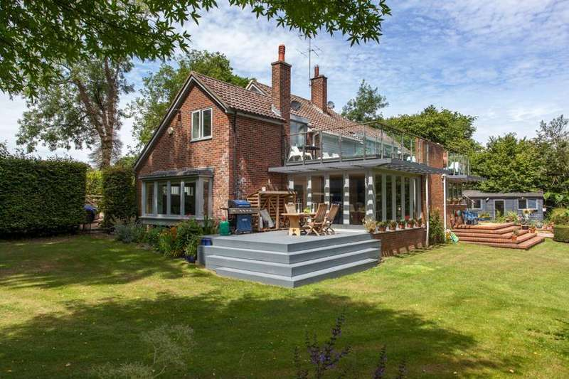 5 Bedrooms Detached House for sale in Near Nettlebed