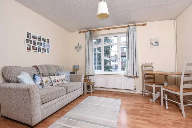 1 Bedroom Flat for sale in Surbiton, South West London, KT5