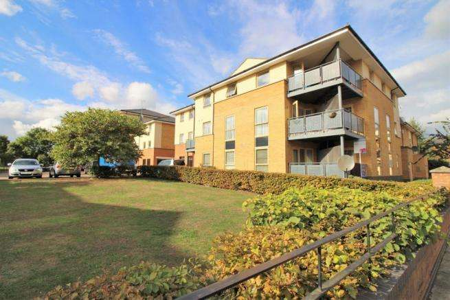 2 Bedrooms Flat for sale in Orton Grove, Enfield