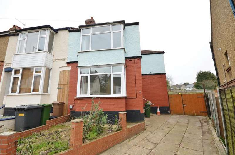 3 Bedrooms Semi Detached House for rent in Colin Road, Close to Town Centre