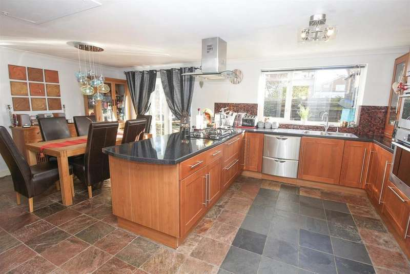 3 Bedrooms Detached House for sale in Cranbrook Court, Kingston Park, Newcastle Upon Tyne