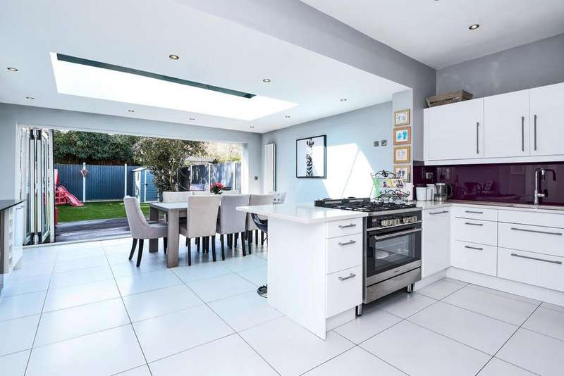 4 Bedrooms Terraced House for sale in Wimbledon Park Road, Southfields