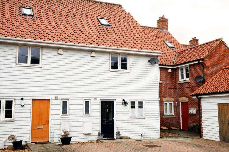 3 Bedrooms Terraced House for sale in Friary Court, Bury St Edmunds