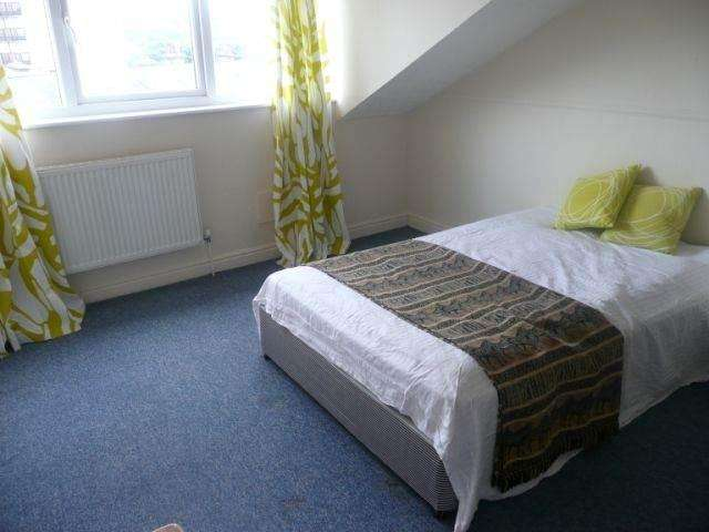 4 Bedrooms House for rent in Little Horton Lane, Bradford,
