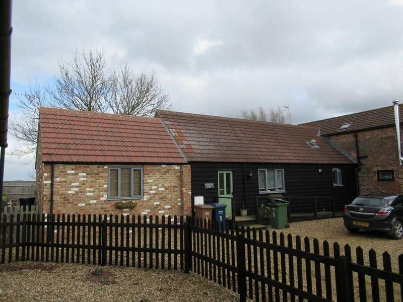 2 Bedrooms Barn Conversion Character Property for rent in Woodhouse Farm Close, Jew House Drove, Friday Bridge, Wisbech