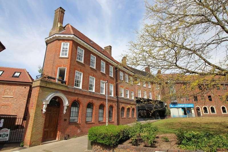 2 Bedrooms Flat for rent in Salisbury Square, Hatfield, AL9