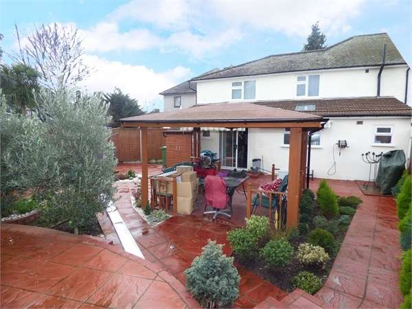 6 Bedrooms Semi Detached House for sale in Seton Gardens, Dagenham, Essex