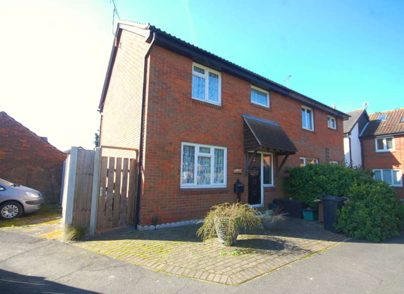 3 Bedrooms Semi Detached House for sale in Barlows Reach, Chelmer Village, Chelmsford, CM2