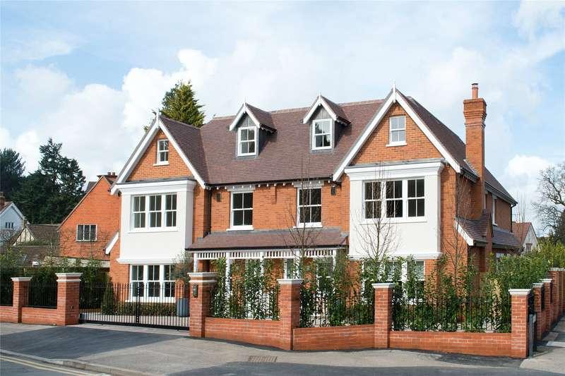 5 Bedrooms Semi Detached House for sale in Brooklands Lane, Weybridge, Surrey, KT13