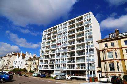 2 Bedrooms Flat for sale in Clarence Parade, Southsea, Hampshire