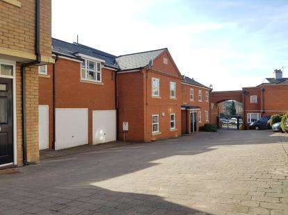 2 Bedrooms Flat for sale in Jeeves Yard, Queen Street, Hitchin, Hertfordshire