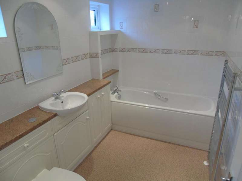 2 Bedrooms Terraced House for rent in Wills Row, Rogerstone, NEWPORT