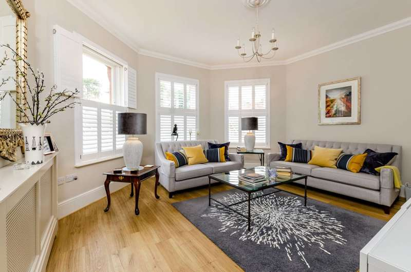 2 Bedrooms Flat for sale in Tyrells House, Tyrells Place, Guildford, GU1