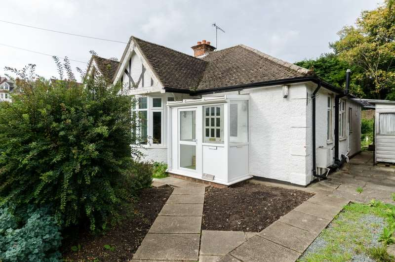 1 Bedroom Bungalow for sale in Deepdene Gardens, Dorking, Surrey, Rh4