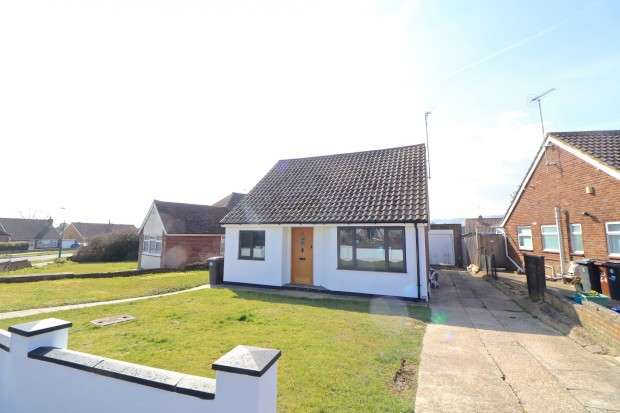 2 Bedrooms Bungalow for sale in Dover Road, Polegate, BN26