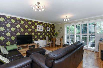 2 Bedrooms Flat for sale in Shannon Way, Beckenham