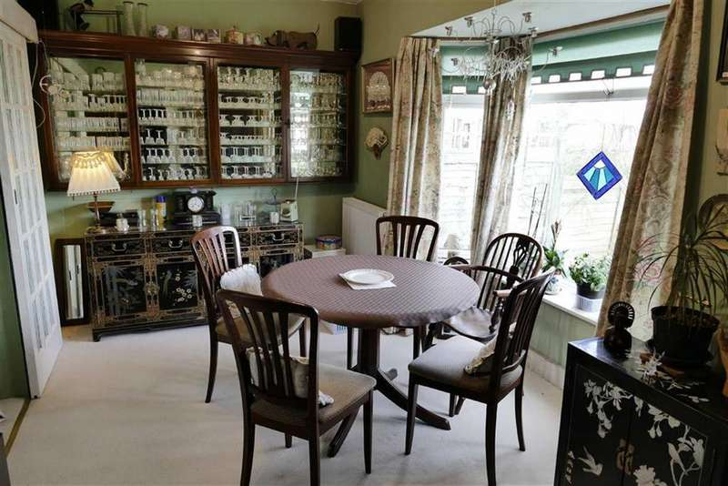 4 Bedrooms Semi Detached House for sale in Lansdowne Close, Calne
