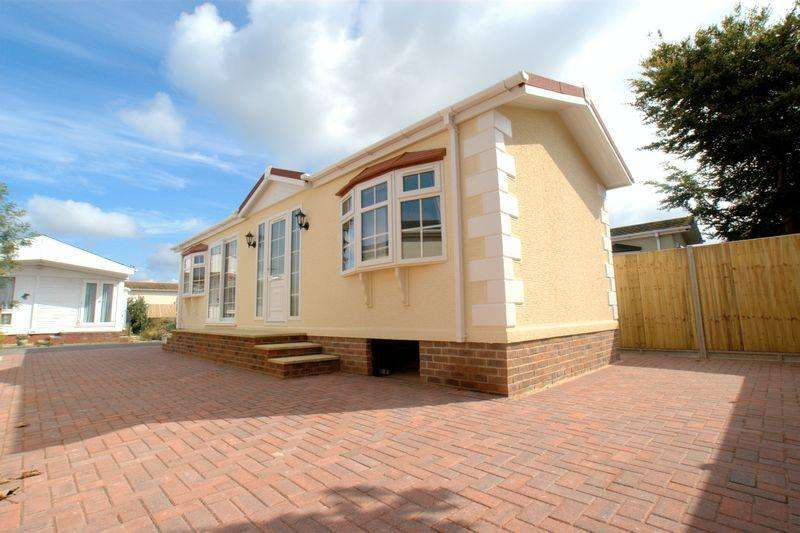 2 Bedrooms Park Home Mobile Home for sale in Gracelands, Lyndhurst Road, Christchurch