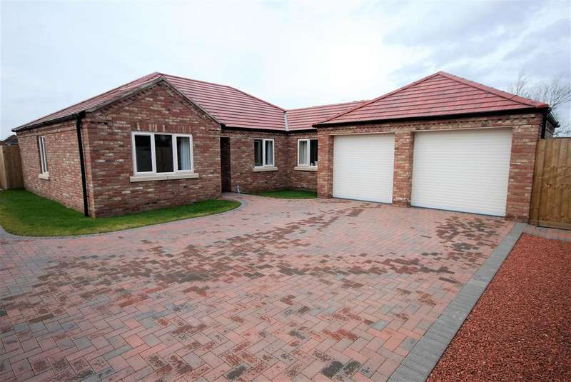 3 Bedrooms Detached Bungalow for sale in Backgate, Cowbit, Spalding