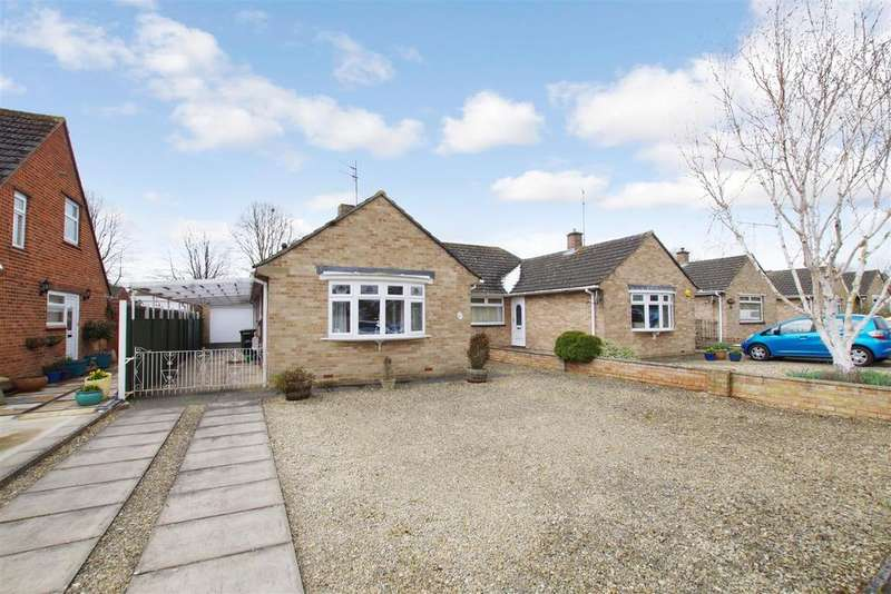 3 Bedrooms Semi Detached Bungalow for sale in Frome Road, Greenmeadow, Swindon