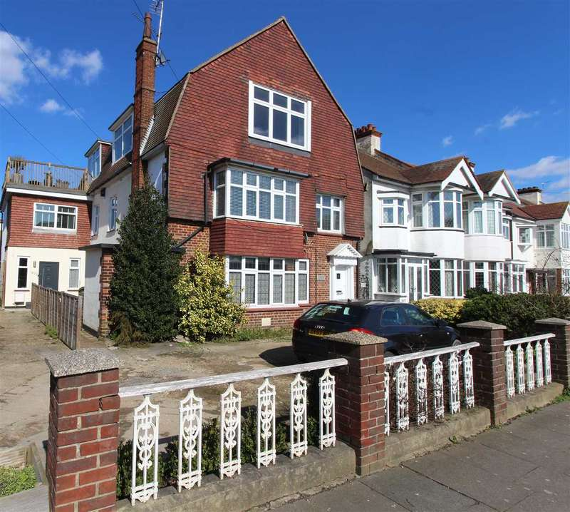 3 Bedrooms Apartment Flat for sale in London Road, Leigh on Sea