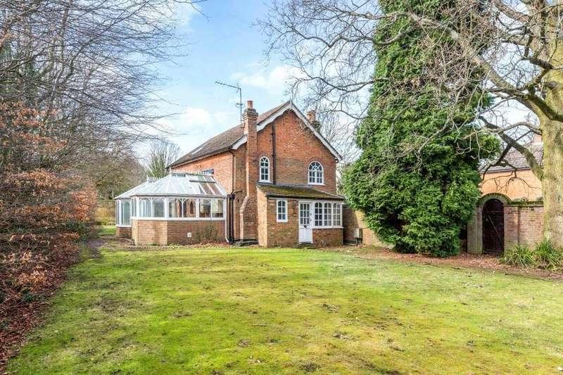 2 Bedrooms Detached House for sale in Bovingdon Green, Bovingdon, Hemel Hempstead, Hertfordshire, HP3