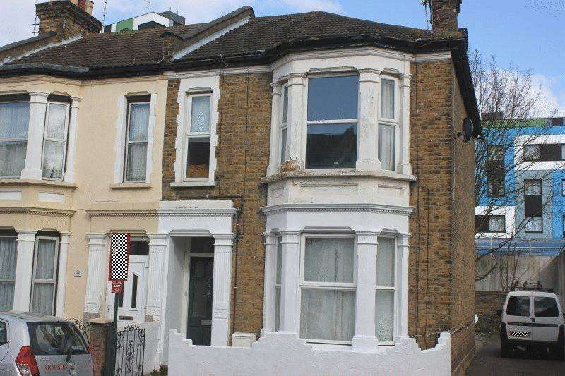 2 Bedrooms Flat for sale in Gordon Road, Southend-On-Sea
