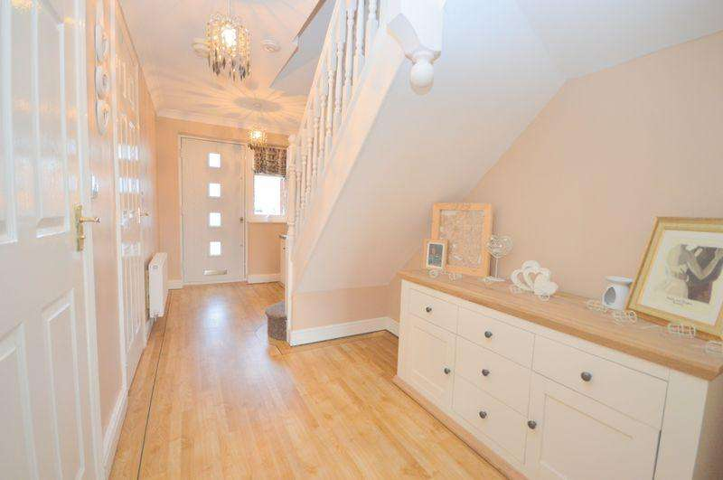 4 Bedrooms Terraced House for sale in Hampton Court Way, Widnes