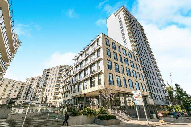 2 Bedrooms Flat for sale in Guildford Road, Woking, Surrey