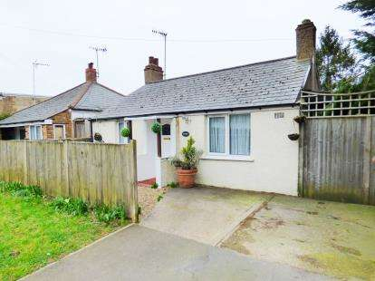 2 Bedrooms Bungalow for sale in Little Bushey Lane, Bushey, Hertfordshire