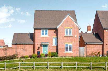 4 Bedrooms Detached House for sale in Wright Close, Bushey, Hertfordshire