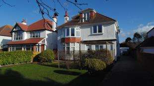 2 Bedrooms Maisonette Flat for sale in Grand Avenue, Worthing, West Sussex