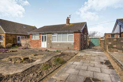 3 Bedrooms Bungalow for sale in Plymouth Avenue, Fleetwood, FY7
