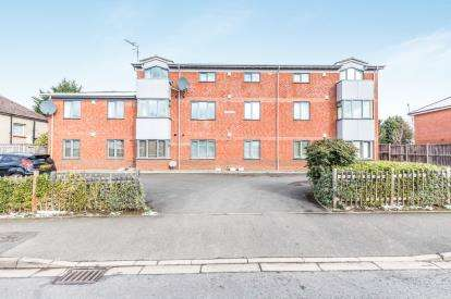 2 Bedrooms Flat for sale in Pinewood House, Coombs Road, Worcester, Worcestershire