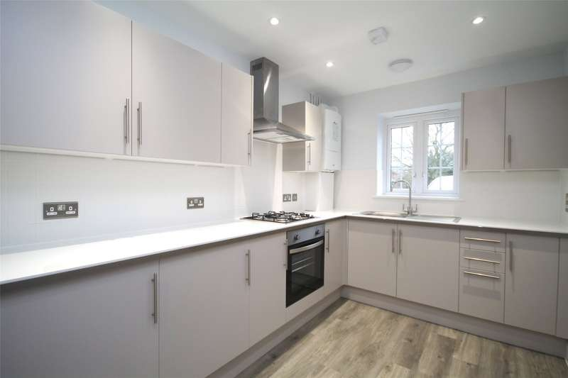 2 Bedrooms Terraced House for rent in Court Lodge Road, Horley, Surrey, RH6