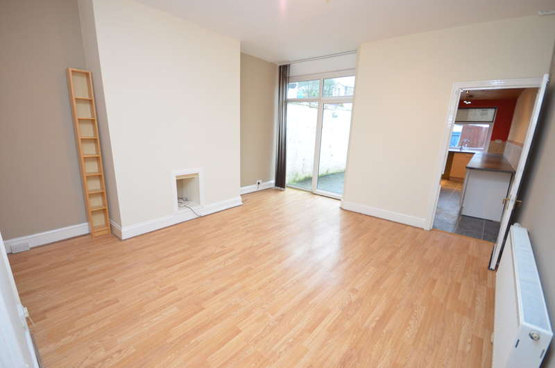3 Bedrooms Terraced House for sale in Radfield Ave, Darwen