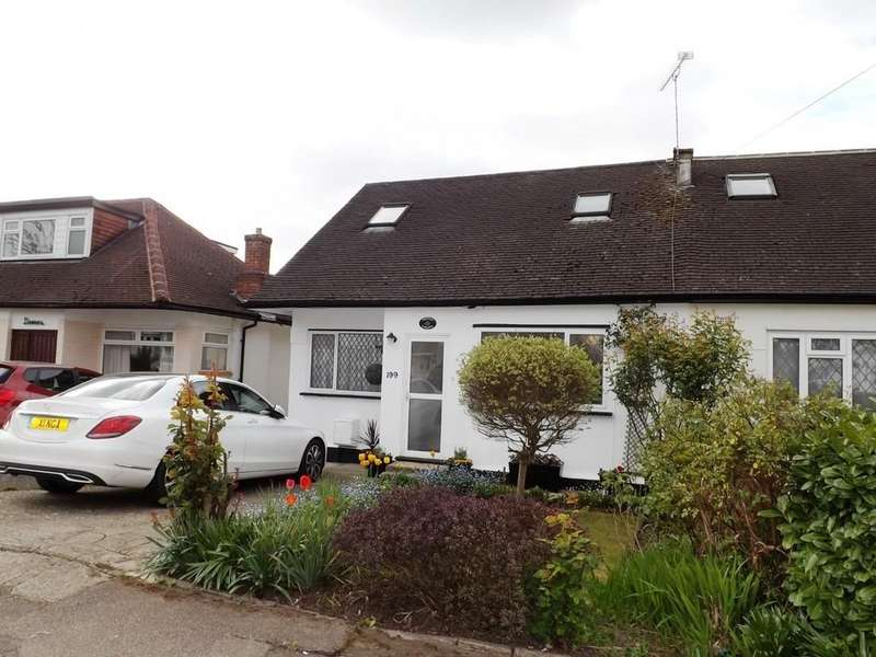 4 Bedrooms Semi Detached House for sale in Hale Drive