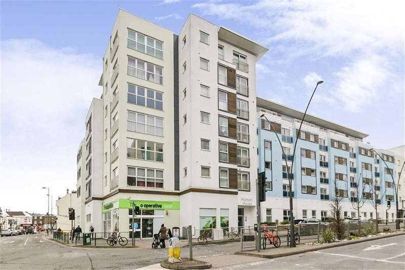 2 Bedrooms Flat for sale in Hudson House, Epsom, Surrey