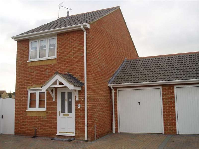 2 Bedrooms Semi Detached House for rent in Headingham Drive, Wickford, Essex