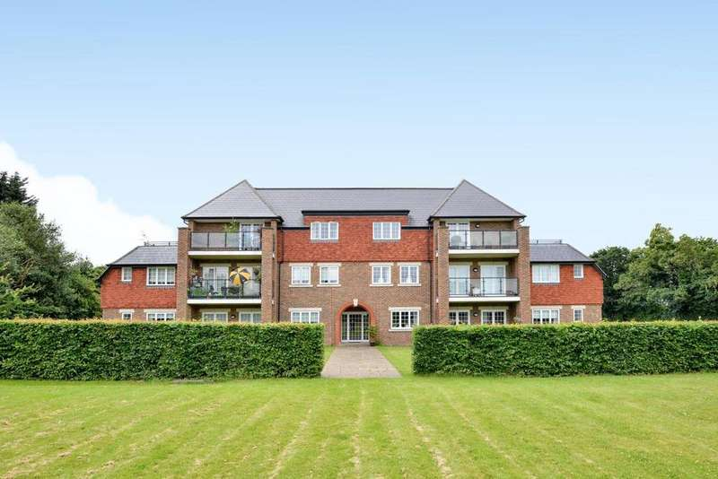 3 Bedrooms Flat for sale in West Common Road, Hayes