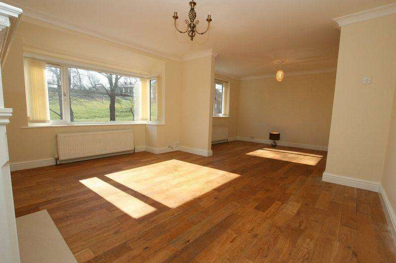 2 Bedrooms Semi Detached House for sale in Clough Road, Middleton, Manchester M24 2NQ